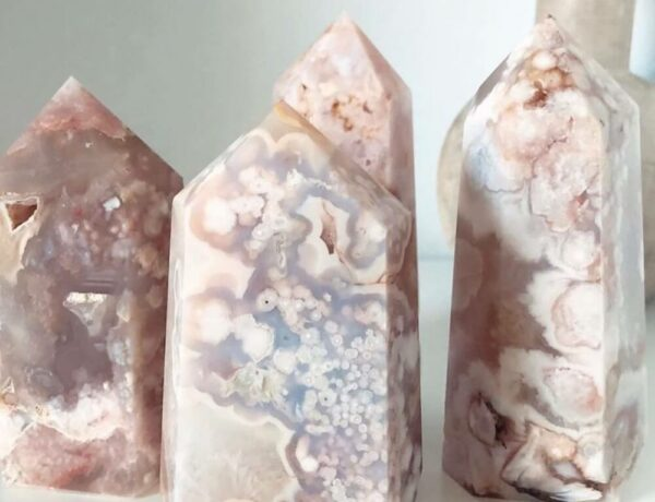 Various pieces of Flower Agate on a table
