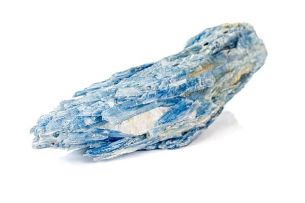 One long and jagged piece of Kyanite